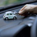 auto representando seguro de auto en línea