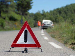 señal de auto averiado en carretera